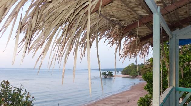 A comunidade de Jamaraquá  oferece hospedagem e alimentação para o visitantes dentro da Floresta do Tapajós. É uma excelente base para explorar a natureza e as praias da região.