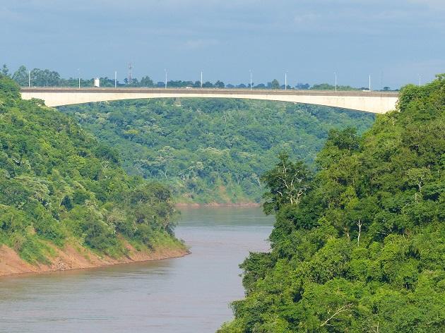 Ponte Tancredo Neves entre Foz e Puerto Iguazu.