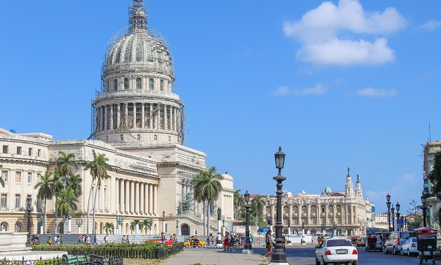 Capitólio e Grand Teatro de Habana ( ao fundo).
