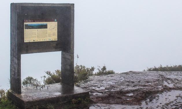 Morro da Igreja com neblina I