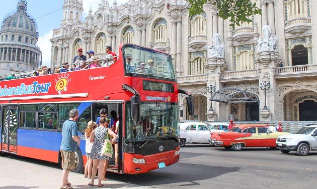 Ônibus turístico.