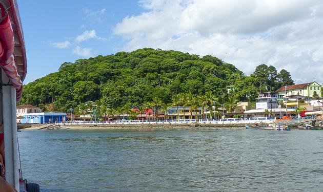 Chegando em Guaraqueçaba de barco