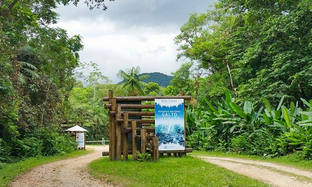 Passeio e trilha na Reserva Natural Salto Morato, em Guaraqueçaba