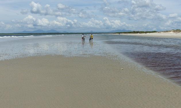 Praia Deserta em Superagüi